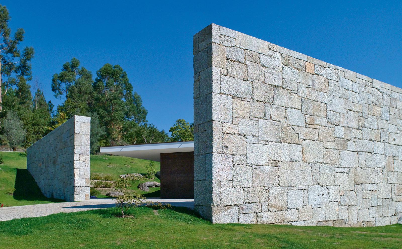 Casa em ta de topos atelier de arquitectura for Casa moderna que es