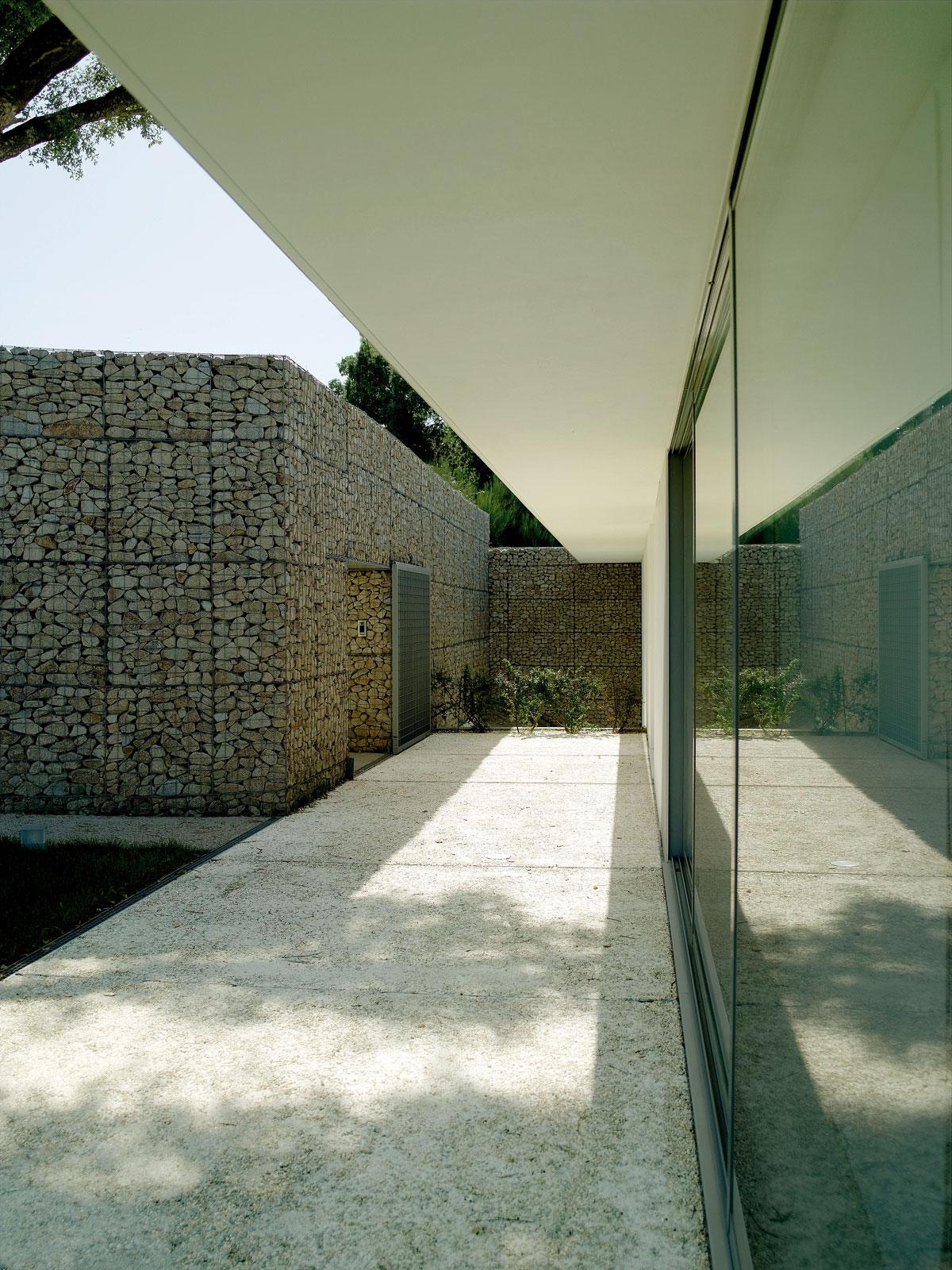 Casa em nogueir topos atelier de arquitectura - Arquitectura de casas ...